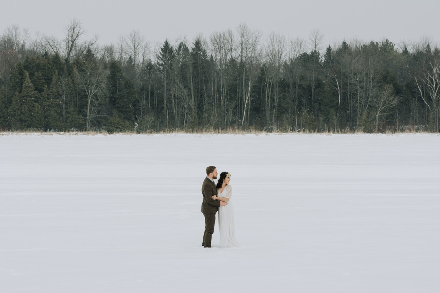 Peterborough, simple and natural winter wedding photos